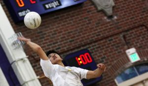 Boys volleyball: Victory in three straight sets against Lynbrook on senior night