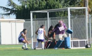 "Field hockey senior Amelia de Leon wins ""Goalie of the Year"""