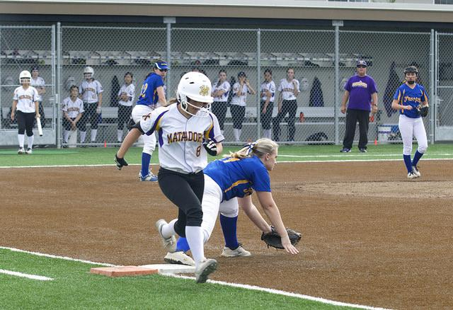 Sophomore+Aly+Olkein+runs+past+first+base.+