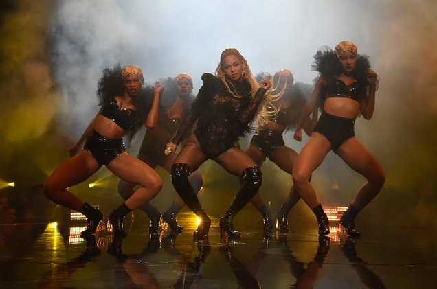 Beyonc%C3%A9+performing+her+15+minute+mini+concert+for+her+album+Lemonade+at+the+2016+VMAs.+Kevin+Mazur%2FWireImage%0A