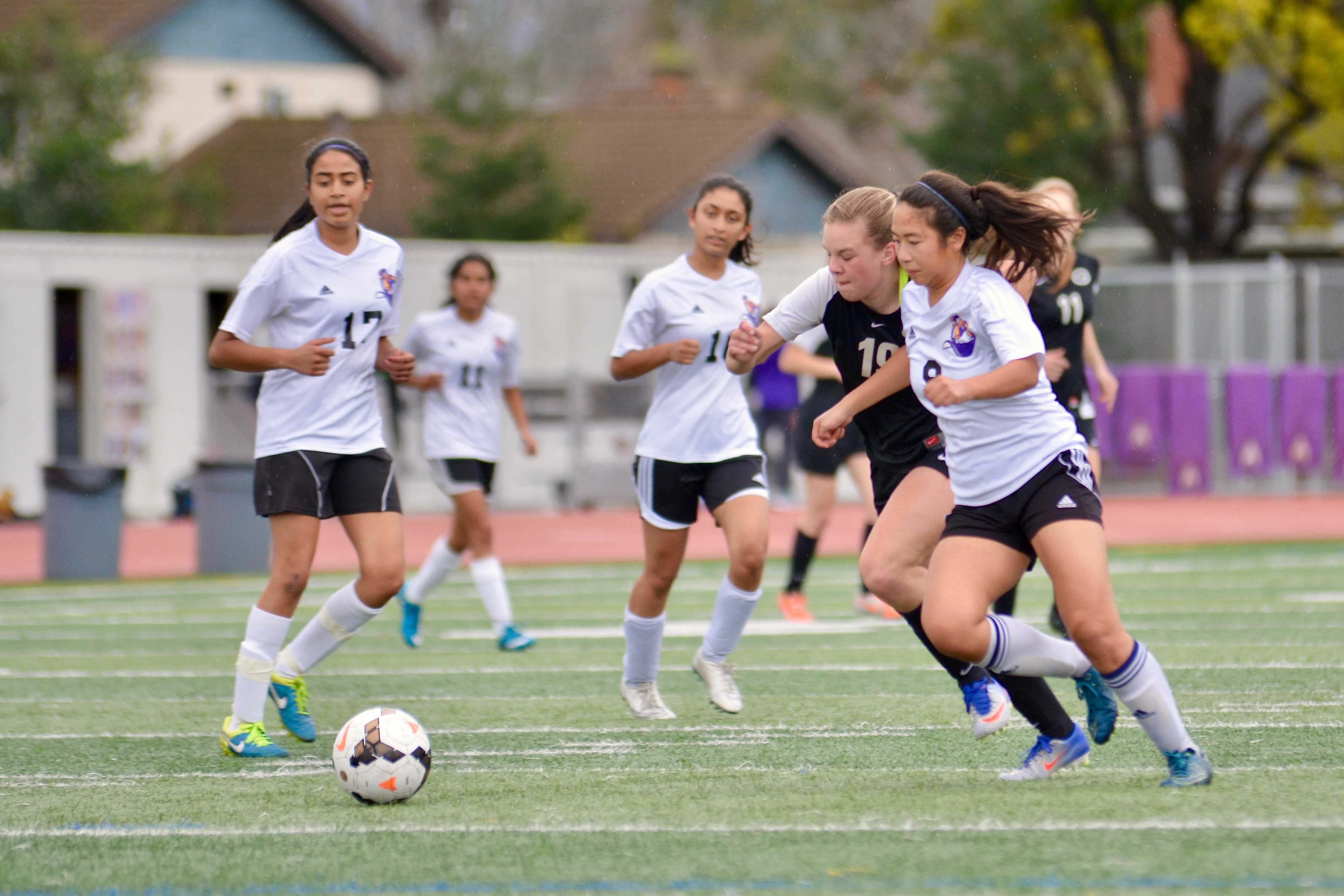 Girls soccer: Team loses against Gunn HS 1-4