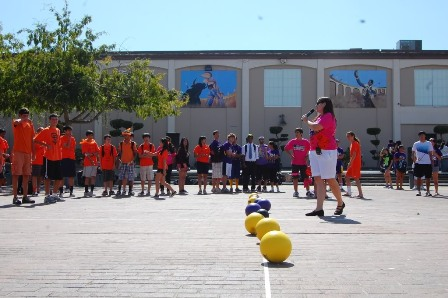 Leadership yet again hires people for our entertainment at lunch time in the rally court, but only select few show up Photo by Kevin Tsukii.
