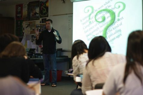 SHARING KNOWLEDGE: After seeing his students' growing interest in Prezi, English teacher Matt Brashears teaches his Mythology and Folklore students how to use the software on Sept. 12.  Photo by Kevin Tsukii