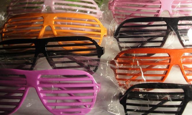 Leo Club shutter shades