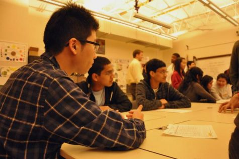 Students brainstorm potential ideas for their architecture project on Jan. 10 after school. Students will be led by architects, construction managers and engineers to come up with a mock design for the 49ers stadium. Photo by Margaret Lin.