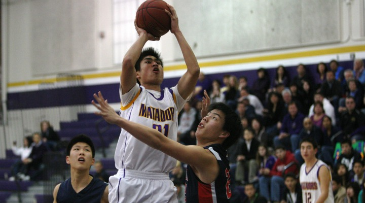 Junior Cory Low attempts to break Saratoga's defense and shoots a layup. Photo by Kevin Tsukii.