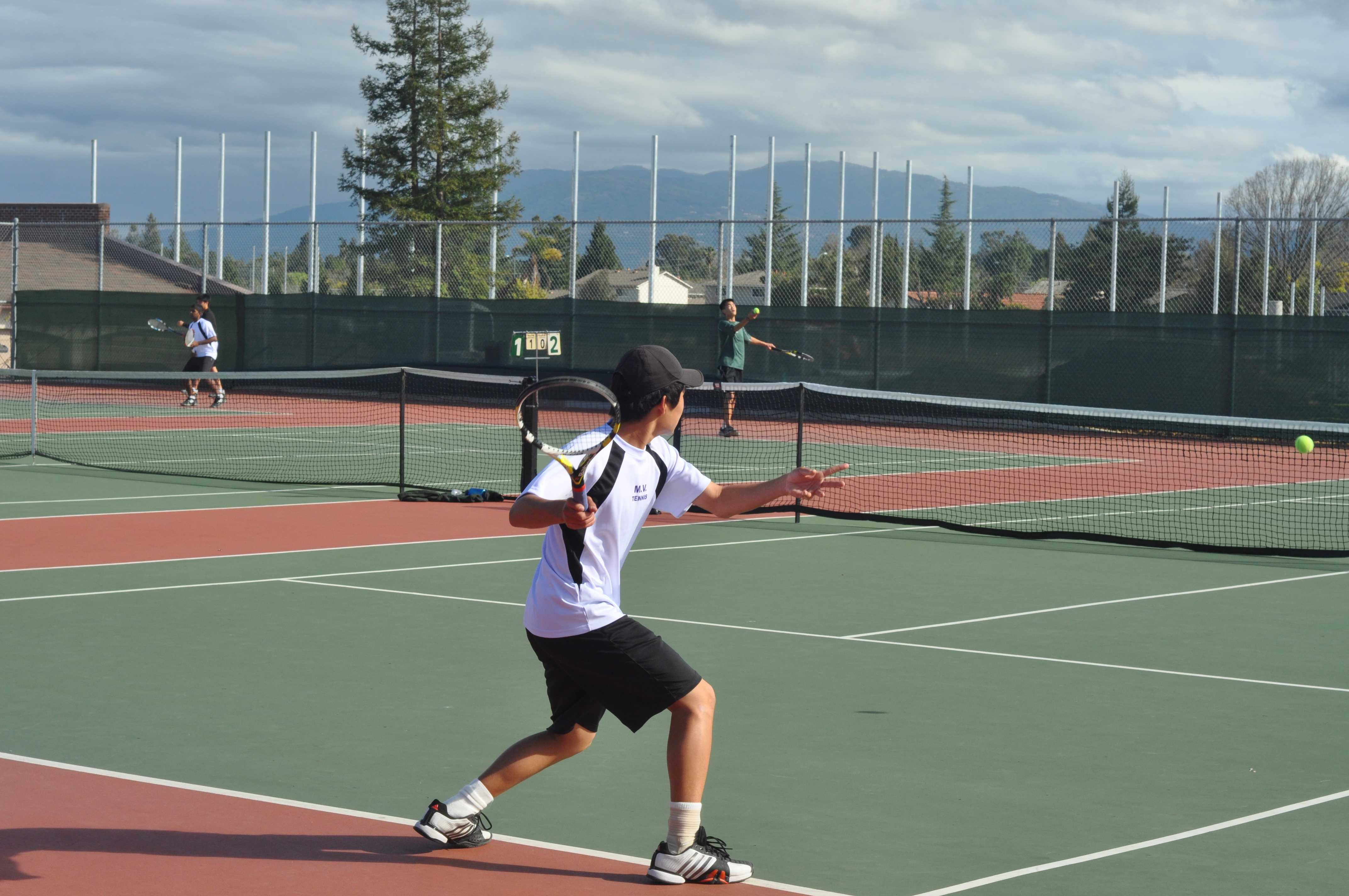 Freshman Jonathan Li readies a backhand return. Li went on to win his games 6-3, 6-1 and contributed to the team score of 6-1. Photo by Kevin Guo.
