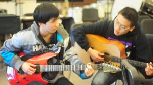 VIDEO: Guitar club lessons