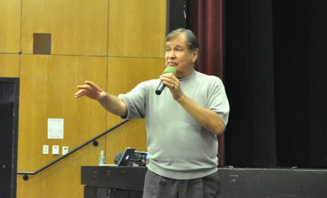 Billy Mills speaks to Cross Country