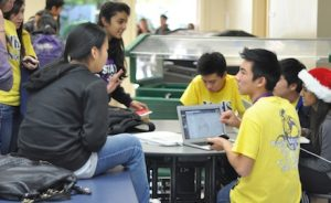 Link Leaders team up with freshmen to study for finals