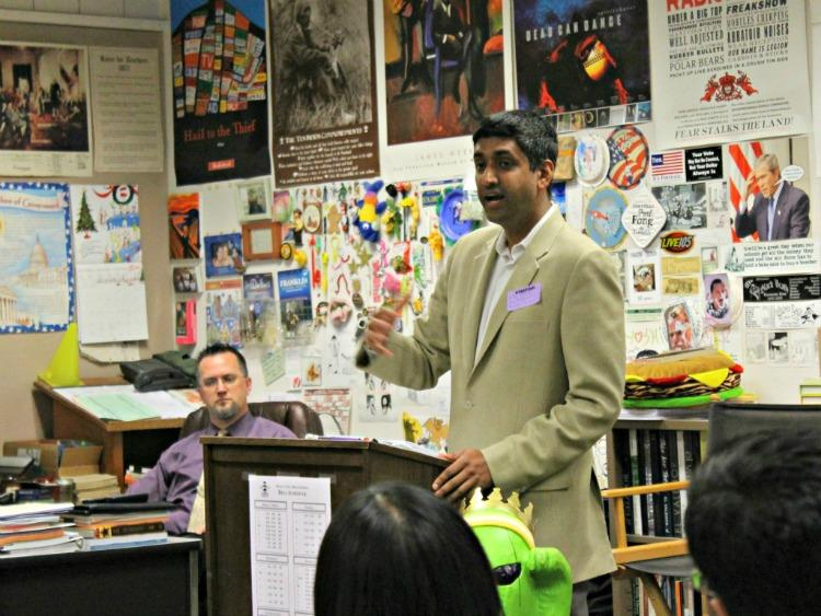 Ro Khanna, who is running to represent California's 17th Congressional district, speaks to history teacher Ben Recktenwald's fourth period AP Government class. Khanna's discussion focused on the importance of student involvement in politics. Photo by Carissa Chan.
