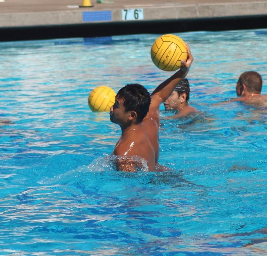 Senior+Justin+Zhang+shoots+the+ball+during+practice.+This+season+will+be+Zhang%27s+second+year+on+varsity.+Photo+by+Mihir+Joshi.