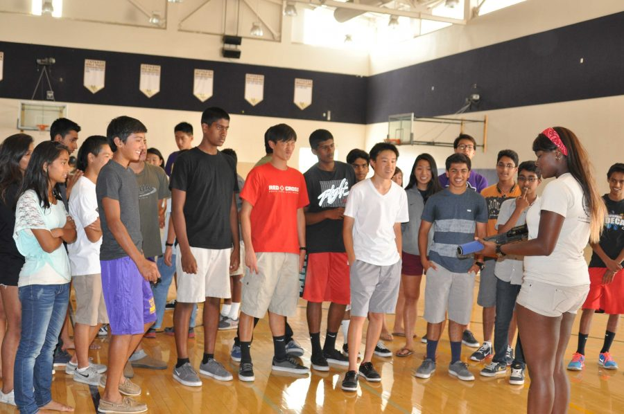 The+sophomores+gather+to+listen+to+the+laser+tag+proctor%E2%80%99s+instructions+about+the+game+rules+and+area+boundaries.+Photo+by+Manasa+Sanka.
