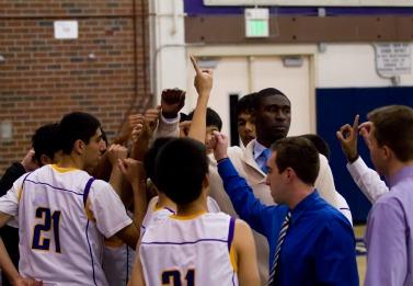 Boys basketball loses 33-44 to new rival, Saratoga