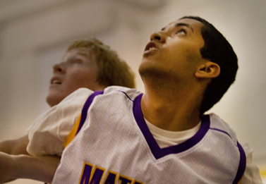 Boys varsity basketball loses to Spartans in senior game