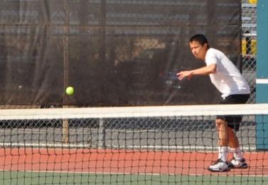 Boys tennis continues strong season with 4-3 win over Palo Alto