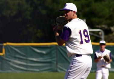 Baseball beats Gunn to continue their undefeated season