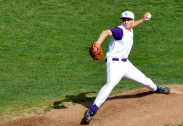 Varsity Baseball sweeps series against Lynbrook
