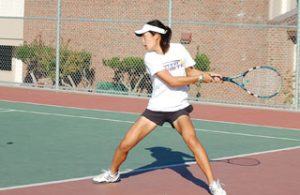 Girls tennis soundly defeats Los Gatos