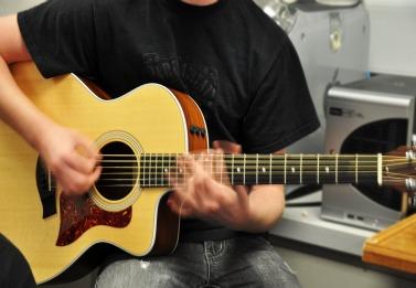 Guitar club offers a musical community