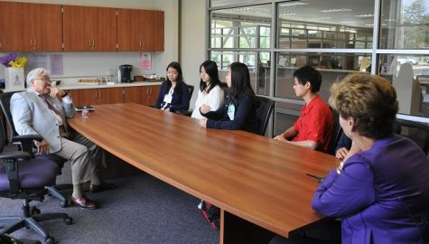 Congressman Mike Honda visits MVHS with focus on STEM