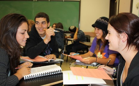 MIddle College students collaborating in De Anza Community College. Source: fuhsd.org