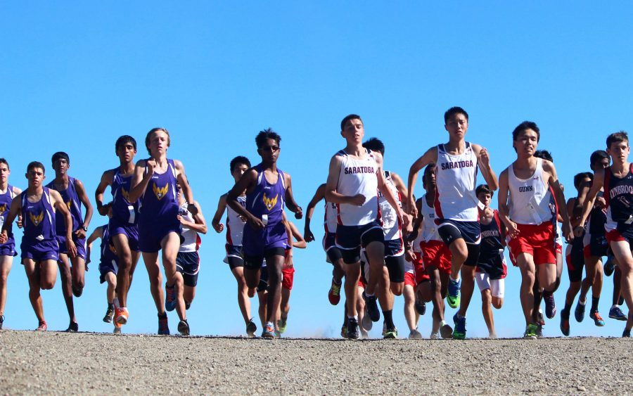 The varsity boys were the first to take off at 3:15 p.m. After the gunshot went off, the lined-up runners sped downhill for the first half-mile. Photo by Sharon Tung.