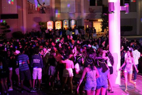 Students gather in the rally court on a Friday night. The Welcome Back Dance offered games, a DJ, food and other forms of entertainment.   Photo used with permission of Maya Schwarz and Anella Palacpac