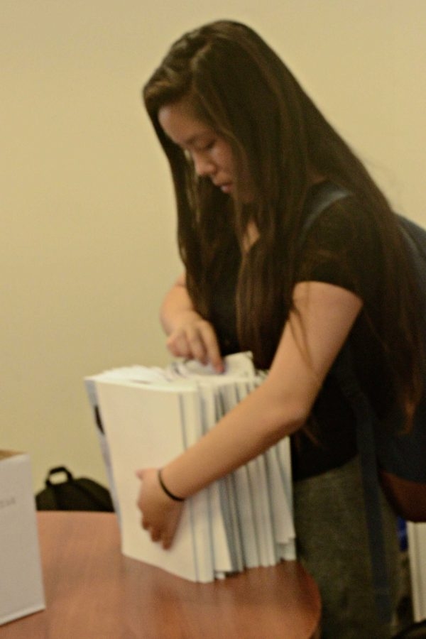 Senior Gloria Zhao counts off the number of magazines to give to each class. All the magazines were sent to the office before school, and then were distributed during sixth period to math and literature classes.