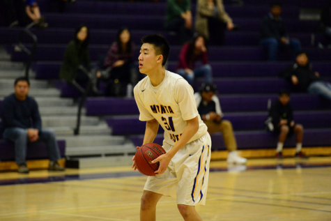 Boys basketball: Matadors hang on at the buzzer against Saratoga HS