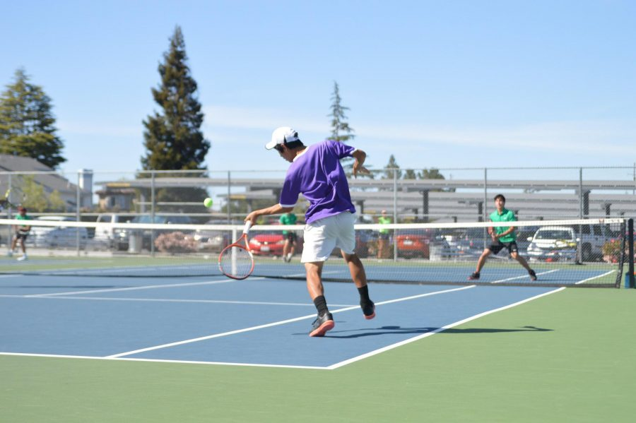 Boys tennis: Victorious doubles but unsuccessful singles lead to 5-2 defeat against Homestead HS