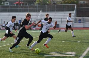 Boys soccer: Team dealt 1-4 loss against Los Gatos HS