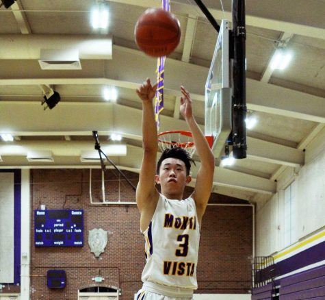 Mismatched: Boys basketball overcomes their size disadvantage