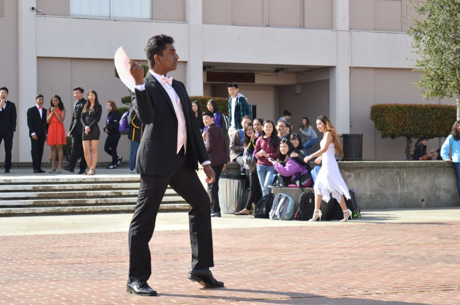Class of 2018 hosts annual Junior Prom fashion show