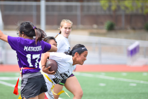 Powderpuff Day 2: Sophomores beat seniors 14-0 in the second day of Powderpuff