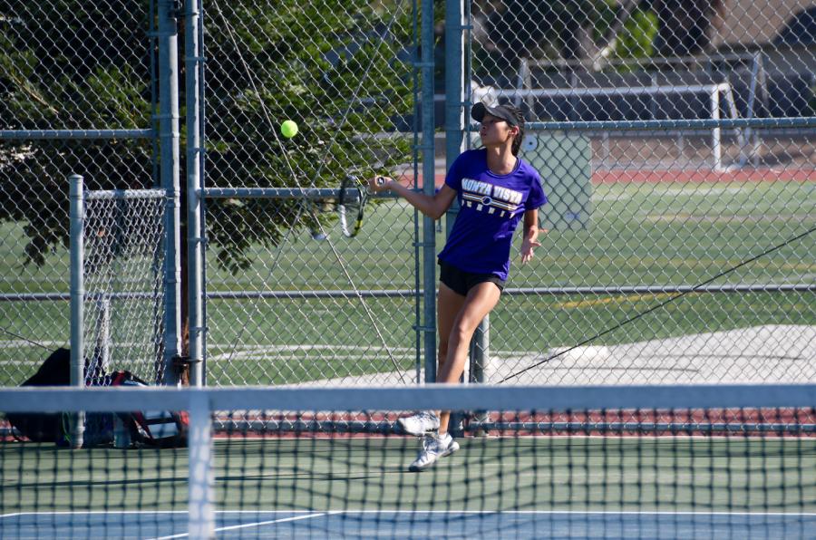 Girls tennis: Team wins 4-3 against Saratoga HS