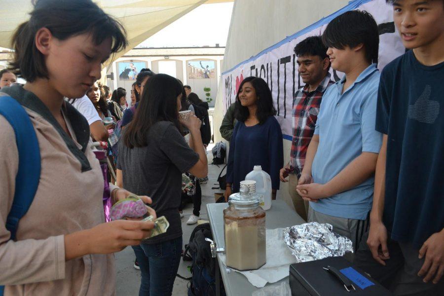 Sociedad Honoraria Hispana participates in Hurricane Relief Week