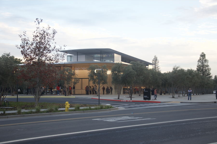 Apple+Visitor+Center+opens+to+the+public