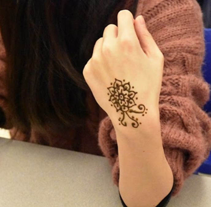 Art club holds meeting to talk about Henna
