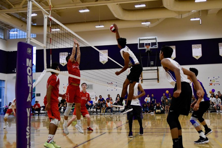 Boys+volleyball%3A+MVHS+defeats+Saratoga+HS+on+senior+night