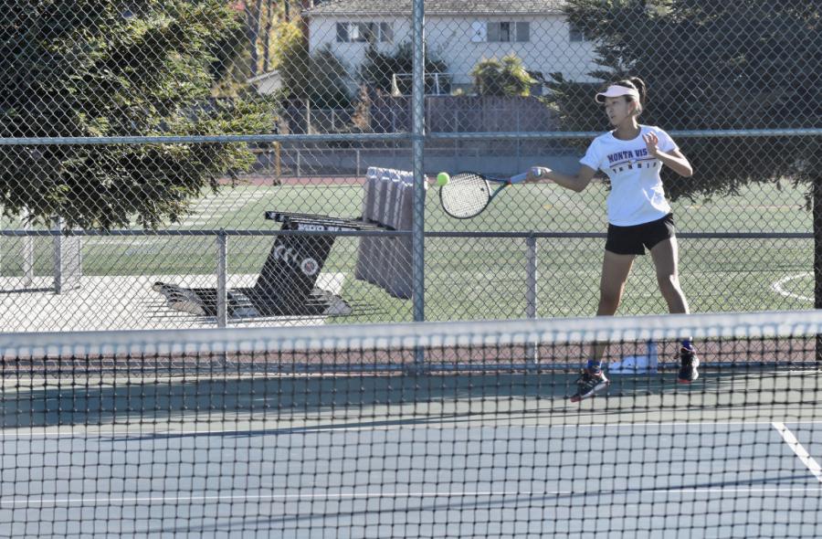 Girls Tennis: Matadors win CCS game 5-2