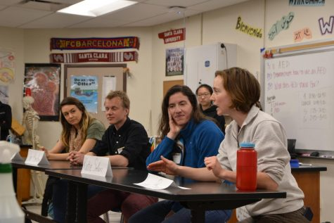 Four postdoctoral scholars from Stanford introduce themselves to students interested in their stories. Photo by Justine Ha.