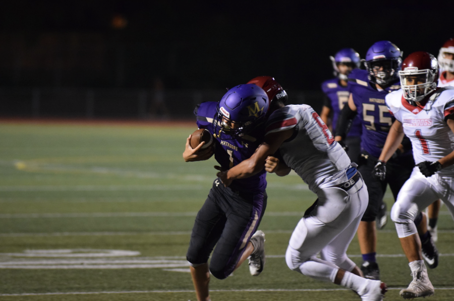 Frehsman Greyson Mobley makes a run against SJHS, trying to keep the Matadors in the lead. Photo by Collin Qian