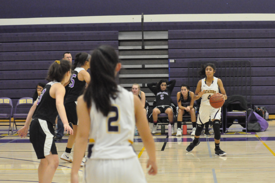 Freshman Varshini Peddinti receives the ball and prepares to pass to the center. Photo by Vivian Jiang