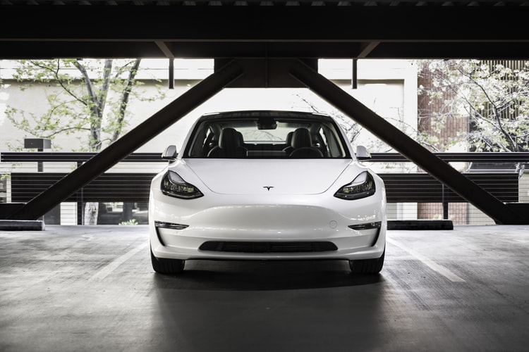 White+tesla+in+parking+lot+%7C%7C+photo+from+Charlie+Deets