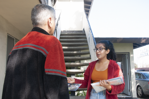 Senior Rukmini Banerjee informs a Sunnyvale resident about the California primary process.