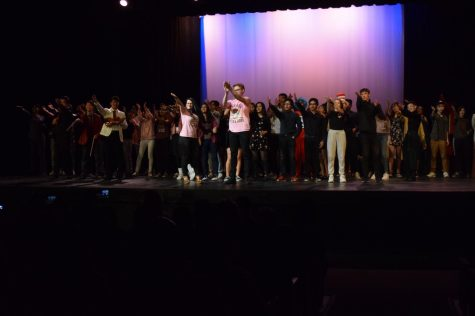Actors, hosts and skit directors clap for those who operated the lighting as MV SNL 2020 comes to an end.