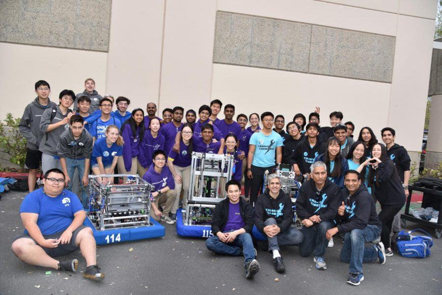 Teams 114, 115 (MVRT) and 6560 pose for an alliance picture.