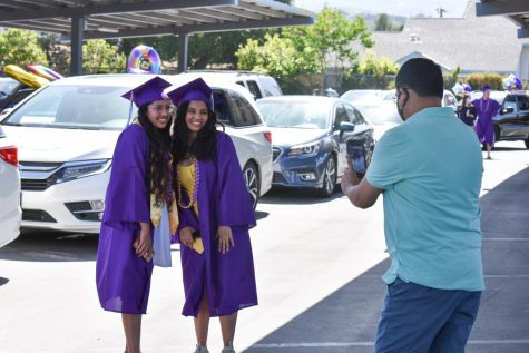 Many seniors used the car parade as an opportunity to meet with their friends and take graduation photos together.