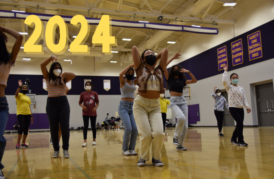 Sophomore Gracie Lee leads Class of 2024 girls dance practices. Photo Illustration by Gauri Manoj